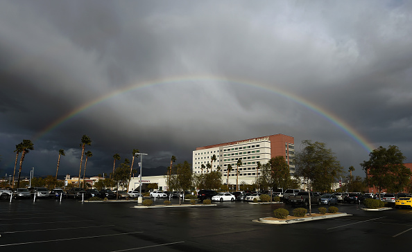 Snowing「Rainbow Appears During Stormy Day In Las Vegas」:写真・画像(15)[壁紙.com]