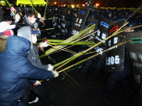 Korean Ethnicity「Trade Union Members Clash With Police During Strike Action」:写真・画像(13)[壁紙.com]