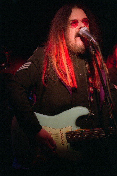 Hiroyuki Ito「Roy Wood performing at the Village Underground on Saturday night, March 23, 2002.(Photo by Hiroyuki Ito/Getty Images)」:写真・画像(19)[壁紙.com]