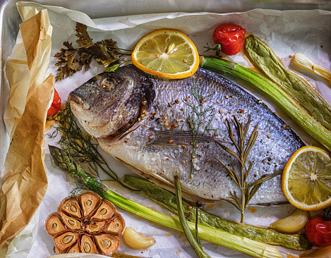 Sea Bream「Freshly Baked Sea Bream With Vegetables In a Baking Sheet」:スマホ壁紙(2)