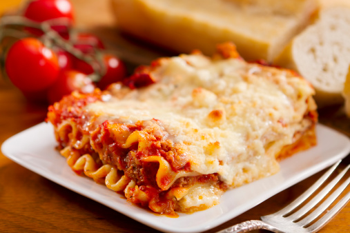 Silverware「Freshly baked lasagna with lots of cheese」:スマホ壁紙(17)