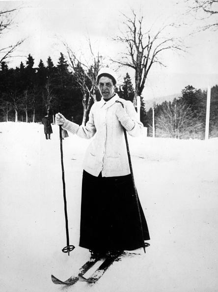Skiing「Woman On Skis」:写真・画像(12)[壁紙.com]