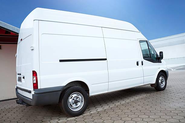 White Van on parking lot is waiting for next order:スマホ壁紙(壁紙.com)