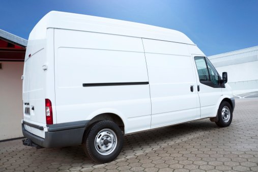 Service「White Van on parking lot is waiting for next order」:スマホ壁紙(12)