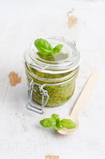 Pine Nut「Preserving jar of fresh pesto, wooden spoon and basil leaves on white wood」:スマホ壁紙(2)