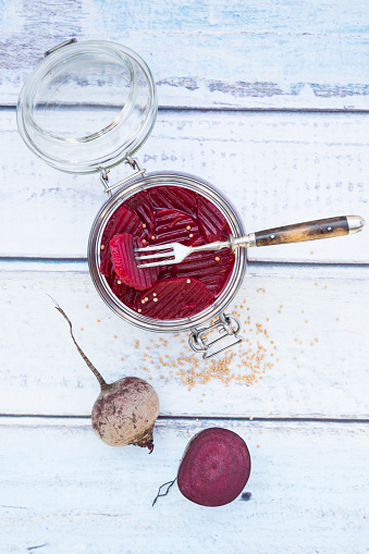 Crocus「Preserving jar of pickled beetroots and whole and a half beetroot on wood」:スマホ壁紙(0)