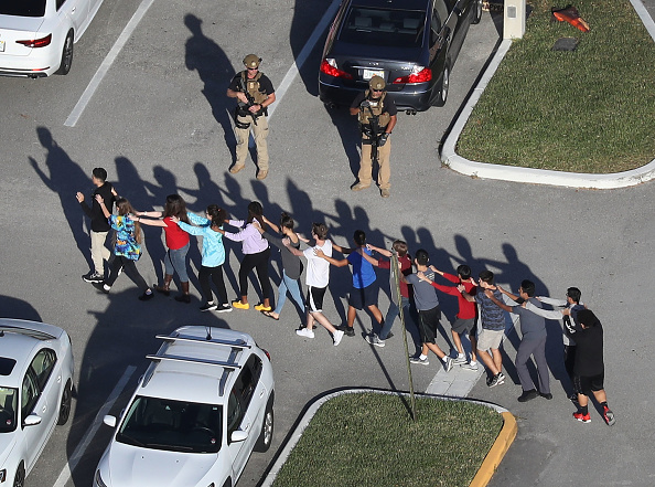Joe Raedle「Shooting At High School In Parkland, Florida Injures Multiple People」:写真・画像(0)[壁紙.com]