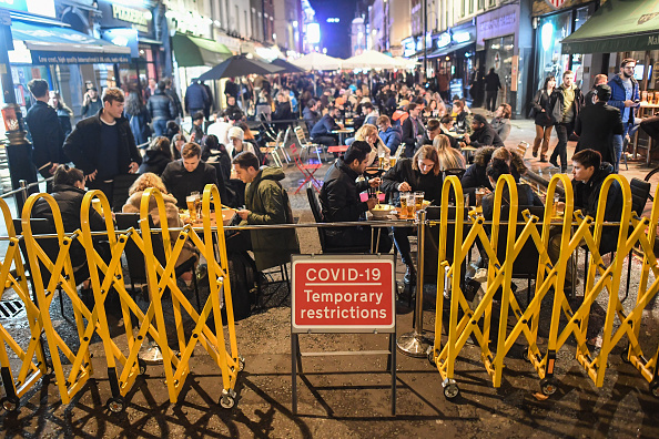 People「Londoners Celebrate Halloween During Lockdown」:写真・画像(13)[壁紙.com]