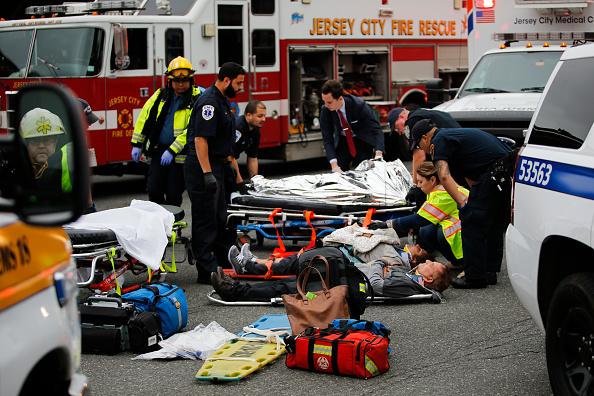 乗り物・交通「New Jersey Transit Commuter Train Crashes At Hoboken Terminal」:写真・画像(18)[壁紙.com]