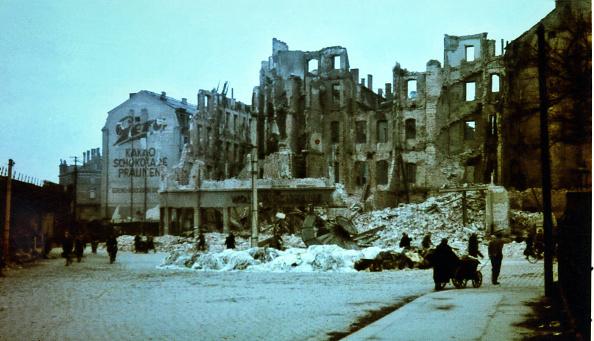 Color Image「Dresden Bombing 1945」:写真・画像(7)[壁紙.com]