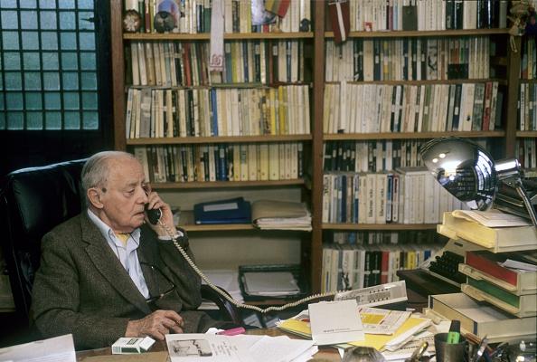 Shelf「Jerzy Giedroyc」:写真・画像(4)[壁紙.com]