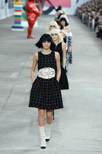ミランダ・カー「Chanel: Runway - Paris Fashion Week Womenswear Spring/Summer 2014」:写真・画像(10)[壁紙.com]