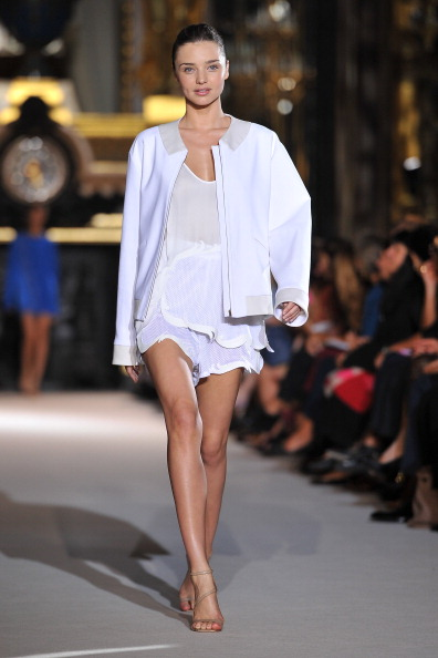 Miranda Kerr「Stella McCartney: Runway - Paris Fashion Week Spring / Summer 2012」:写真・画像(6)[壁紙.com]