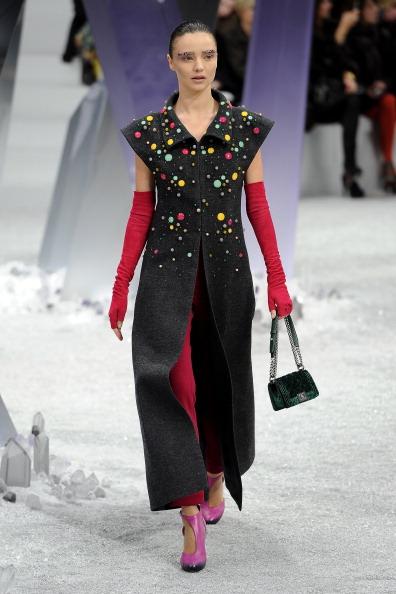 Miranda Kerr「Chanel: Runway - Paris Fashion Week Womenswear Fall/Winter 2012」:写真・画像(0)[壁紙.com]