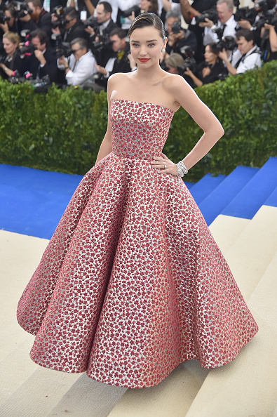 Miranda Kerr「'Rei Kawakubo/Comme des Garcons: Art Of The In-Between' Costume Institute Gala - Arrivals」:写真・画像(8)[壁紙.com]