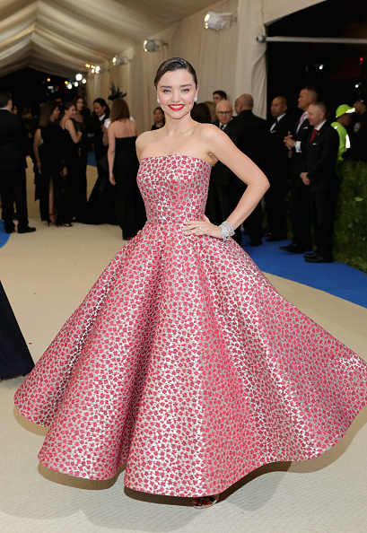 Miranda Kerr「'Rei Kawakubo/Comme des Garcons: Art Of The In-Between' Costume Institute Gala - Arrivals」:写真・画像(2)[壁紙.com]