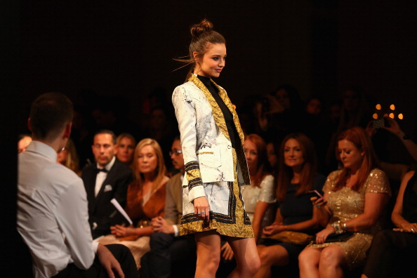 Miranda Kerr「David Jones Autumn/Winter 2013 Fashion Launch - Catwalk」:写真・画像(16)[壁紙.com]