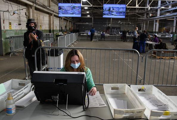 Pennsylvania「Allegheny County Election Officials Continue Counting Ballots」:写真・画像(15)[壁紙.com]