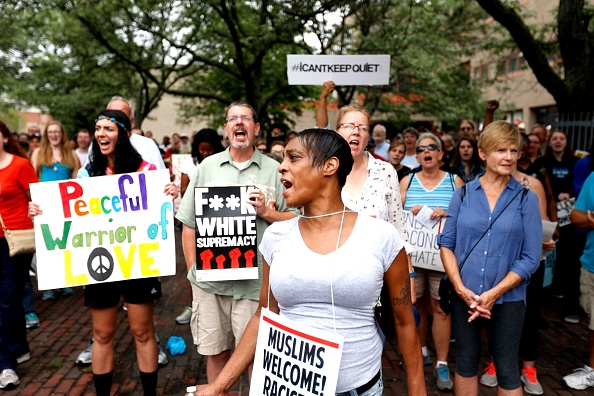 歩く「Solidarity With Charlottesville Rallies Are Held Across The Country, In Wake Of Death After Alt Right Rally Last Week」:写真・画像(5)[壁紙.com]