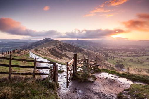 Derbyshire「Dawn over Mam Tor in the Peak District」:スマホ壁紙(16)
