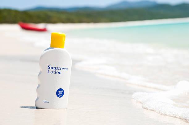 Sunscreen lotion on the beach:スマホ壁紙(壁紙.com)