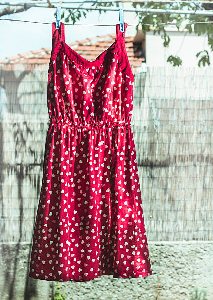 Bulgaria, red dress with heart shapes on laundry:スマホ壁紙(壁紙.com)