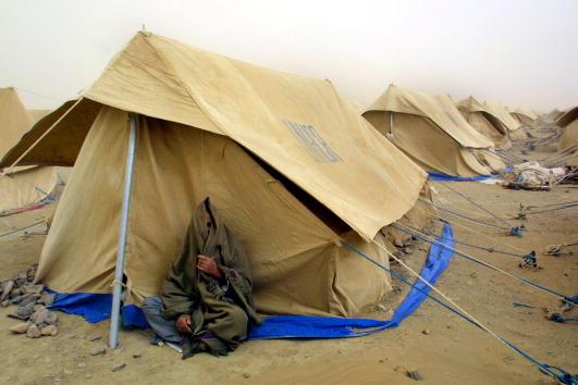 Paula Bronstein「Afghan Refugees Gather at UNHCR Camp on Border」:写真・画像(19)[壁紙.com]