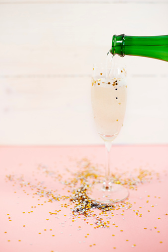 大晦日「Pouring splendid champagne to the glass. Debica, Poland」:スマホ壁紙(16)