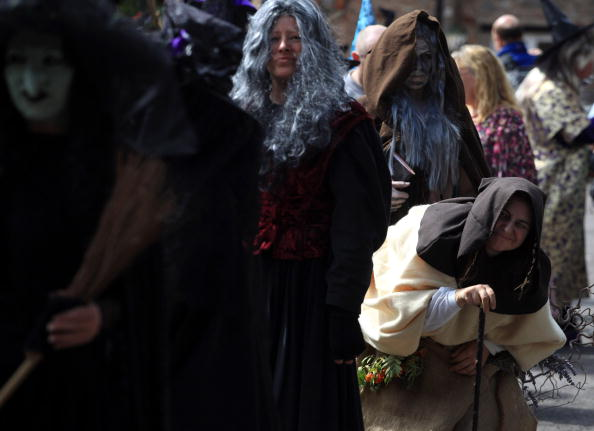 Magic Kingdom「Jobseekers Audition For The Role Of Wookey Hole's Resident Witch」:写真・画像(5)[壁紙.com]