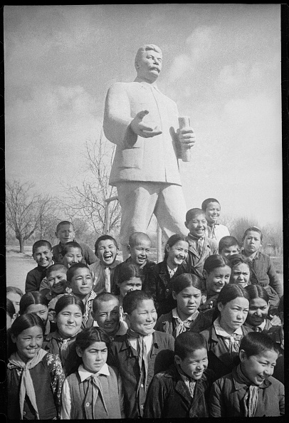 Max Penson「At A Monument To Stalin」:写真・画像(10)[壁紙.com]