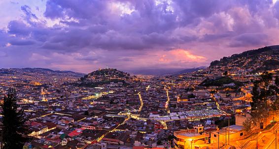 Andes「Ecuador, Quito, cityscape with El Panecillo at sunset」:スマホ壁紙(17)