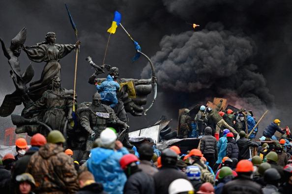 Jeff J Mitchell「Violence Escalates As Kiev Protests Continue」:写真・画像(2)[壁紙.com]