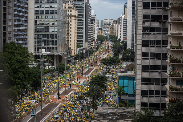 São Paulo「Mass Anti-Corruption Marches Across Brazil Protest Petrobras Scandal」:写真・画像(4)[壁紙.com]