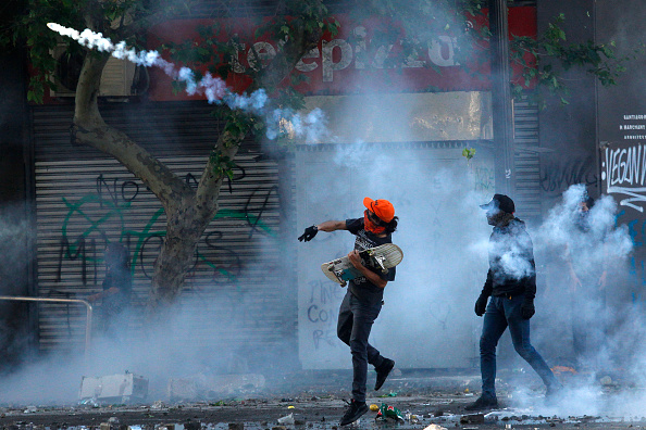 Chile「Protests Continue In Chile After President Piñera Declares State of Emergency And Suspends Subway Fare Hike」:写真・画像(16)[壁紙.com]