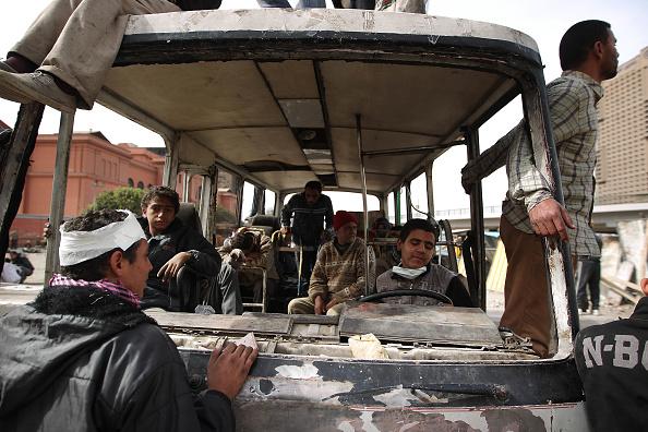Bus「Anti-Government Protesters Clash With Pro-Mubarak Demonstrators」:写真・画像(15)[壁紙.com]