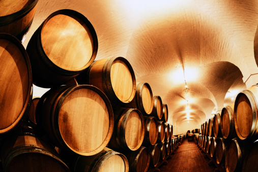 Cellar「Parties in waiting! Hundreds of wine barrels at winery」:スマホ壁紙(16)