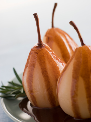Poached Food「Pear Poached with Rosemary and a Chocolate sauce」:スマホ壁紙(19)