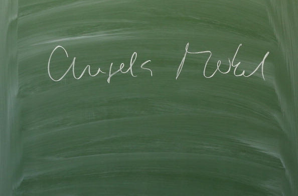 Blackboard - Visual Aid「Merkel Lectures High School Students On Berlin Wall Anniversary」:写真・画像(1)[壁紙.com]