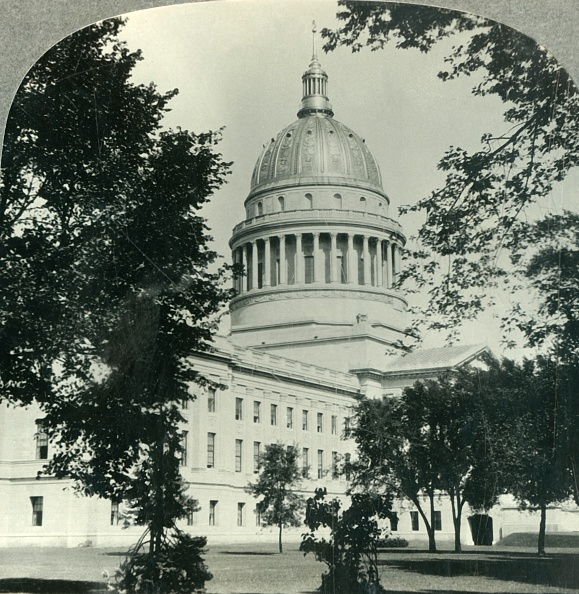 State Capitol Building「West Virginias Magnificent State Capitol In Charleston C」:写真・画像(10)[壁紙.com]