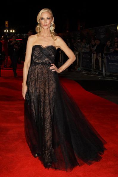 Strapless Evening Gown「The BFI London Film Festival: Anonymous - Premiere - Inside Arrivals」:写真・画像(9)[壁紙.com]