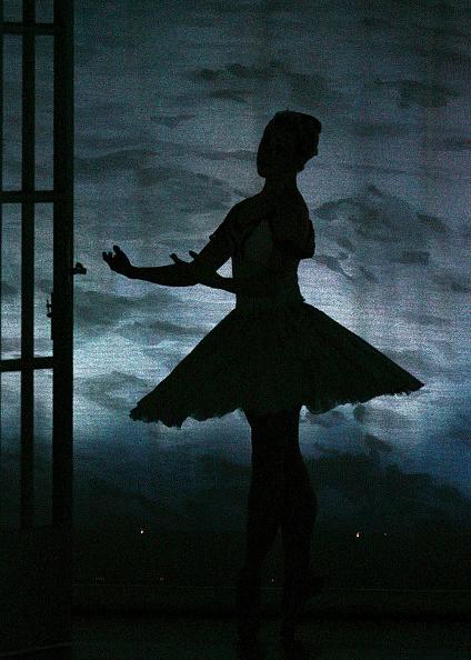 Ballet Dancer「Swan Lake At The Edinburgh International Festival」:写真・画像(7)[壁紙.com]