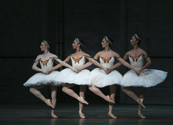 Ballet Dancer「Swan Lake At The Edinburgh International Festival」:写真・画像(4)[壁紙.com]