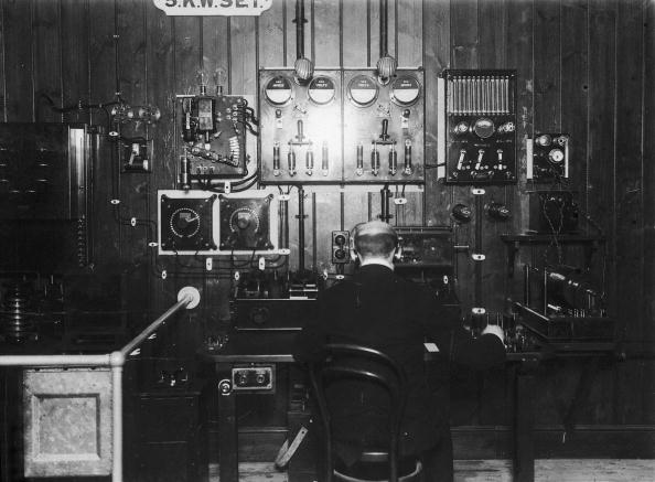 Wireless Technology「Telegraph Operator」:写真・画像(15)[壁紙.com]