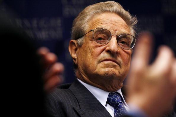 Win McNamee「George Soros Speaks At Carnegie Endowment」:写真・画像(3)[壁紙.com]