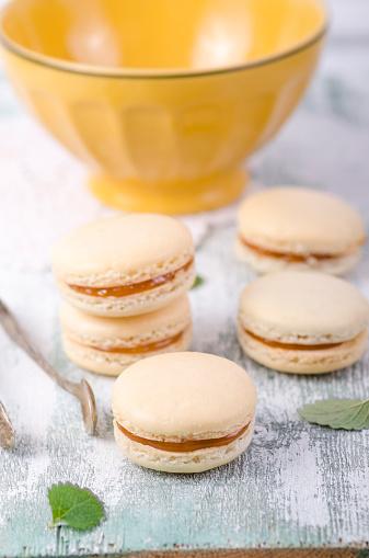 マカロン「French macarons with caramel filling」:スマホ壁紙(14)