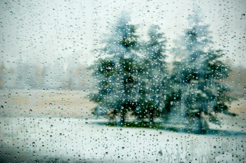snow「View of winter trees through through wet windscreen, droplets on glass」:スマホ壁紙(19)