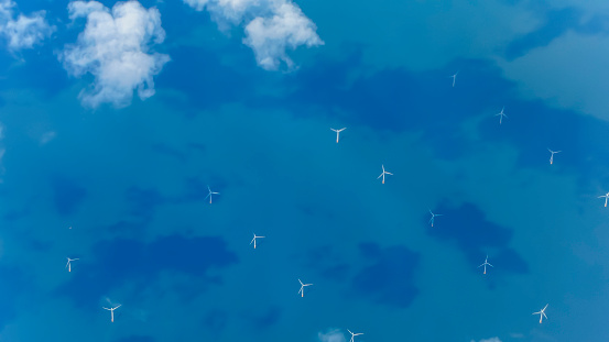 West Sussex「View of Wind Turbines Generating Electricity in English Channel from Aircraft」:スマホ壁紙(12)