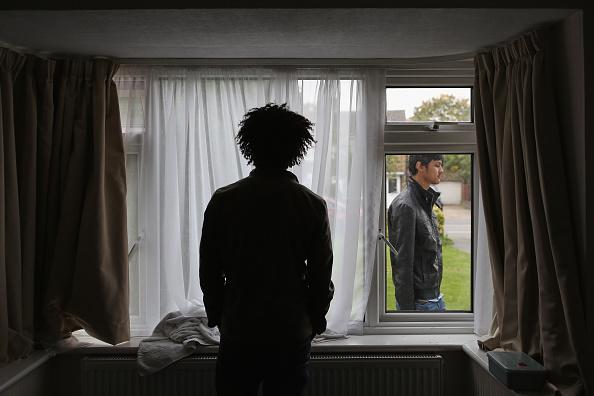 Refugee「Asylum Seekers Arrive In A Greater London Village」:写真・画像(3)[壁紙.com]