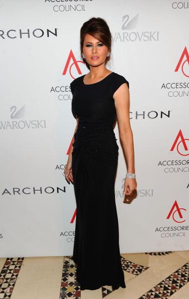 ロングドレス「2010 ACE Awards Presented By The Accessories Council - Red Carpet」:写真・画像(18)[壁紙.com]