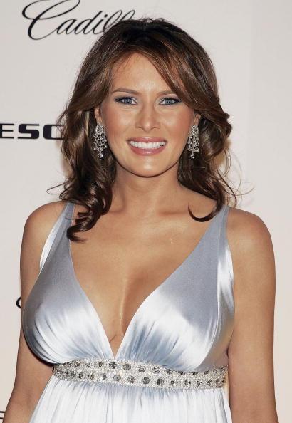 カメラ目線「Melania Trump Hosts NY Premiere of the 2007 Cadillac Escalade」:写真・画像(7)[壁紙.com]